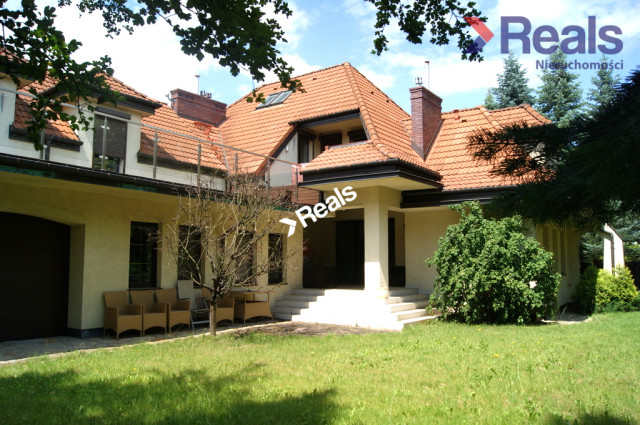 dom wolnostojący, 5 pokoi Łomianki, ul. Sierakowska