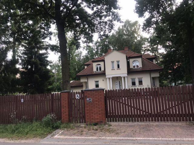 dom wolnostojący, 11 pokoi Zielonka